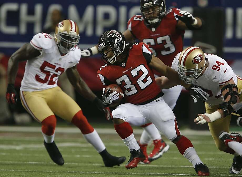 Linebacker Patrick Willis (52) and defensive tackle Justin Smith anchor a defense that has been formidable most of the season. Photo: Carlos Avila Gonzalez, The Chronicle