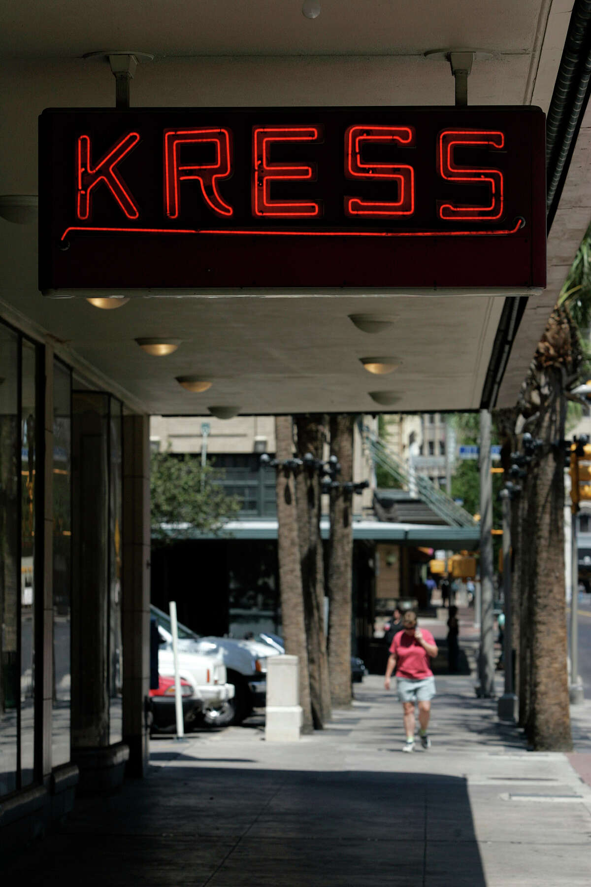 The Kress building on Houston Street, Friday, May 19, 2006. A 27-story high rise building combining hotel and condominium development is proposed for the parking lot next door. (PHOTO BY TOBY JORRIN/SPECIAL TO EXPRESS-NEWS)