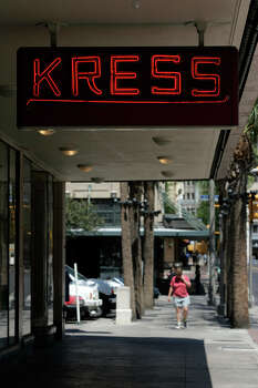 The Kress building on Houston Street, Friday, May 19, 2006. A 27-story high rise building combining hotel and condominium development is proposed for the parking lot next door. (PHOTO BY TOBY JORRIN/SPECIAL TO EXPRESS-NEWS) Photo: TOBY JORRIN, SPECIAL TO THE EXPRESS-NEWS / SAN ANTONIO EXPRESS-NEWS