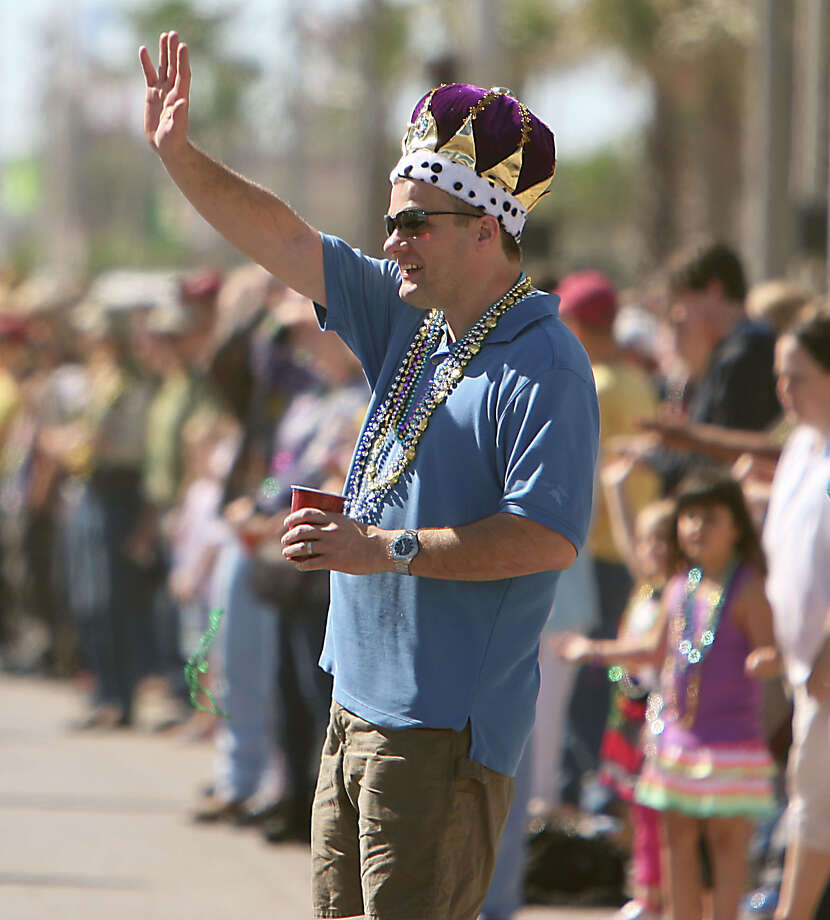 George Arnold waves to a float during the Mystic Krewe of Aquarius 25th annual Mardi Gras Kick off Parade along Seawall Blvd. Saturday, Feb. 2, 2013, in Galveston. Photo: James Nielsen, Chronicle / © Houston Chronicle 2013