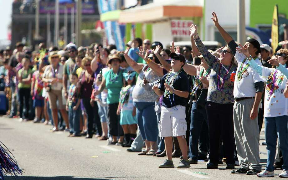 People line the parade route during the Mystic Krewe of Aquarius 25th annual Mardi Gras Kick off Parade along Seawall Blvd. Saturday, Feb. 2, 2013, in Galveston. Photo: James Nielsen, Chronicle / © Houston Chronicle 2013