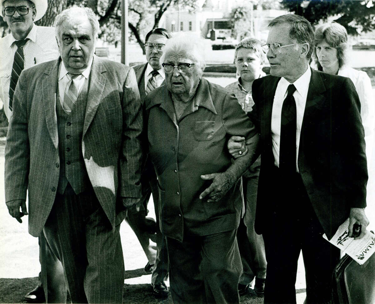 "Walter Wesley Ellebracht Sr. (from left), Walter Wesley Ellebracht Jr., Leona Ellebracht, the young Walter Wesley Ellebracht III, attorney Richard ""Racehorse"" Haynes and Joyce Ellebracht are seen in 1986."