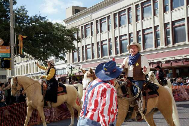 Spectators watch the Western Heritage Parade & Cattle Drive make its way through downtown San Antonio on Saturday, Feb. 2, 2013. Photo: Xelina Flores-Chasnoff, For MySA.com
