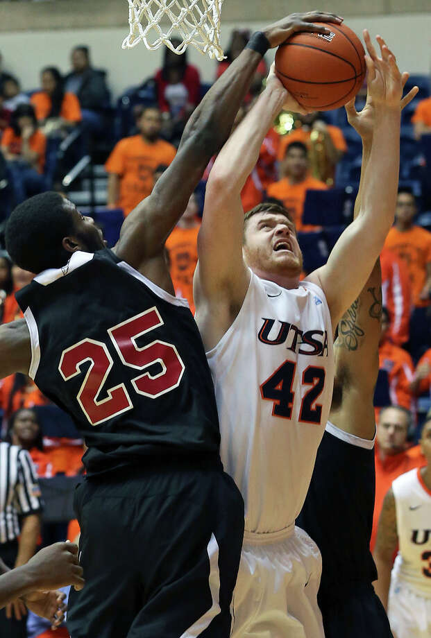 UTSA forward Tyler Wood gets blocked under the backboard by Renaldo Dixon as the Roadrunners host New Mexico State on February 2, 2013. Photo: Tom Reel, Express-News / ©2012 San Antono Express-News