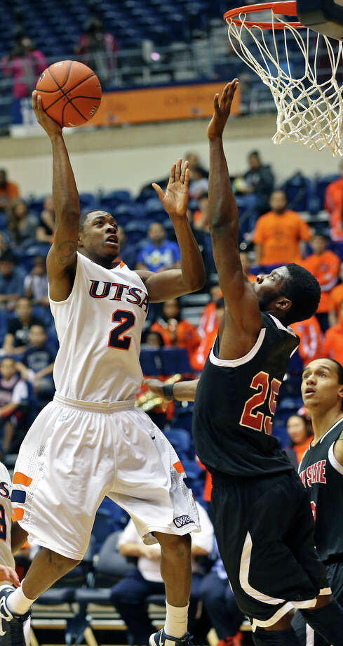 UTSA guard Hyjii Thomas gets in for a short jump hook against Renaldo Dixon as the Roadrunners host New Mexico State on February 2, 2013. Photo: Tom Reel, Express-News / ©2012 San Antono Express-News