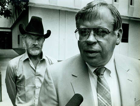 """Slave Ranch Trial-Kerr County courthouse, L-R  witness Dennis """"Pete"""" Johnson and D.A. Ronald Sutton. 5-23-1986 Photo: San Antonio Express-News"""
