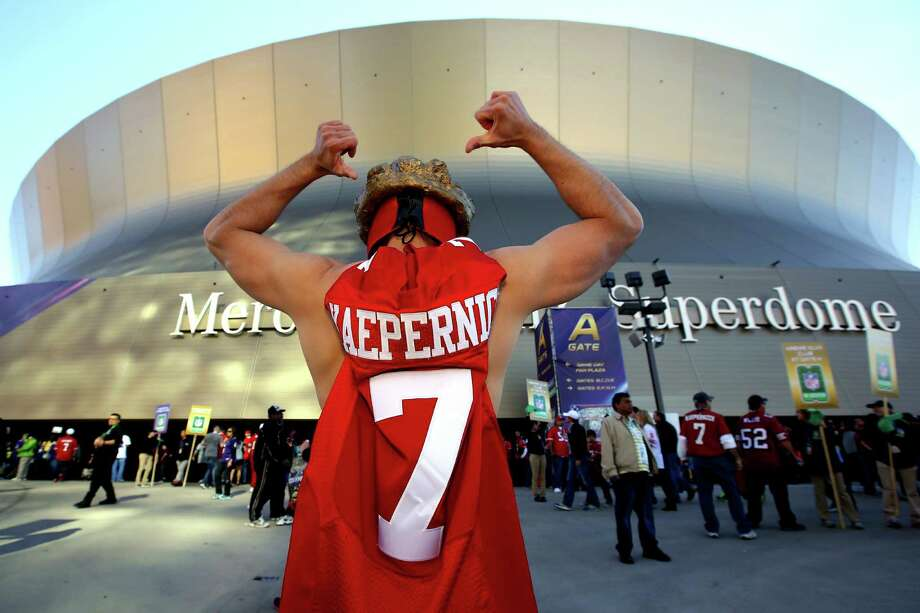 A San Francisco 49ers fan stands outside the stadium prior to Super Bowl XLVII. Photo: Al Bello, Getty Images / 2013 Getty Images