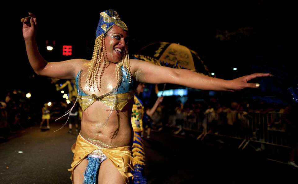 A member of the murga