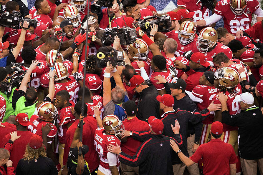 The San Francisco 49ers huddle around inside linebacker Patrick Willis (52), facing at top left, bef