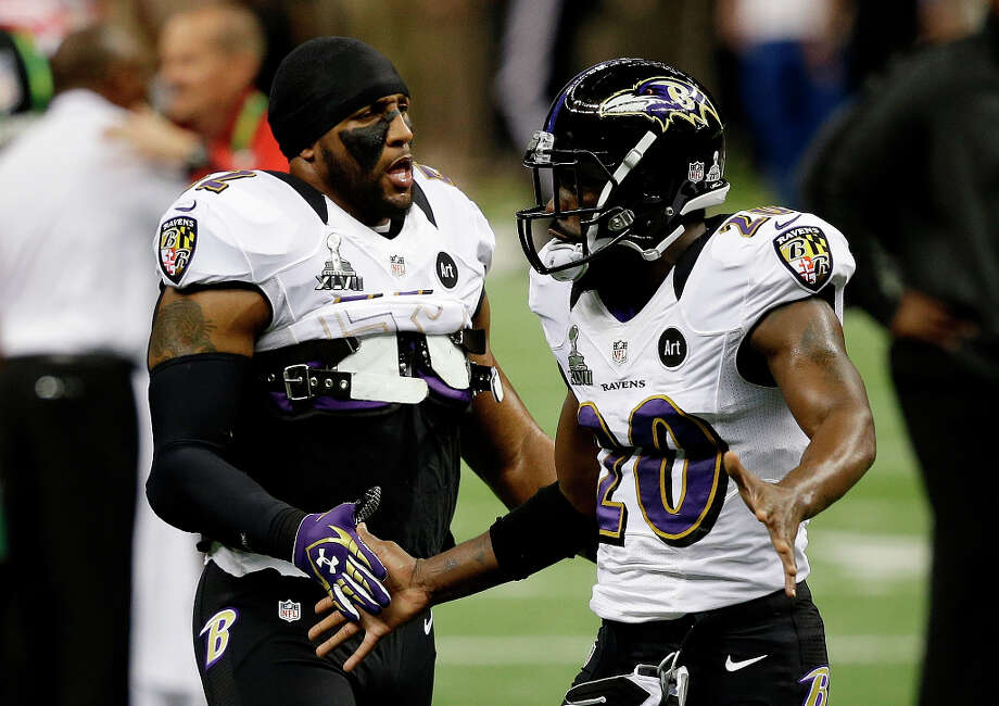 Baltimore Ravens linebacker Ray Lewis (52) and Baltimore Ravens safety Ed Reed (20) speak before kickoff. Photo: Elise Amendola