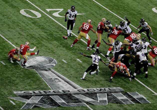 San Francisco 49ers kicker David Akers (2) makes a 36-yard field goal during the first half of the NFL Super Bowl XLVII football game against the Baltimore Ravens, Sunday, Feb. 3, 2013, in New Orleans. Photo: Charlie Riedel