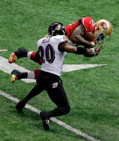 San Francisco 49ers tight end Vernon Davis (85) is tackled by Baltimore Ravens safety Ed Reed (20) during the first half of NFL Super Bowl XLVII football game, Sunday, Feb. 3, 2013, in New Orleans. (AP Photo/Charlie Riedel) Photo: Charlie Riedel, Associated Press / AP