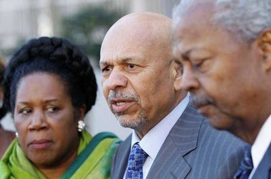 Former Libyan Ambassador to the US Ali Aujali, center, accompanied by Congressional Black Caucus members, Rep. Sheila Jackson Lee, D-Texas, left, and Rep. Donald Payne, D-N.J., right, speaks to reporters outside the Libyan Embassy in Washington, Tuesday, March 1, 2011. Photo: AP