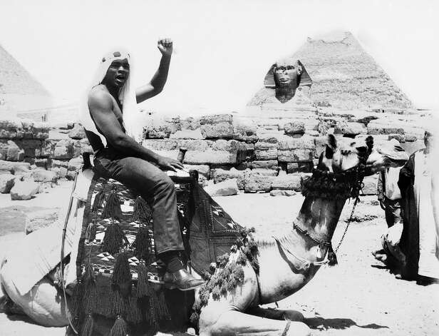 World heavyweight boxing champion Muhammad Ali visited the pyramids area, rode a horse and a camel and shook hands with the Bedouins who guard the huge monuments there, May 30, 1966. Photo: ASSOCIATED PRESS / AP1966