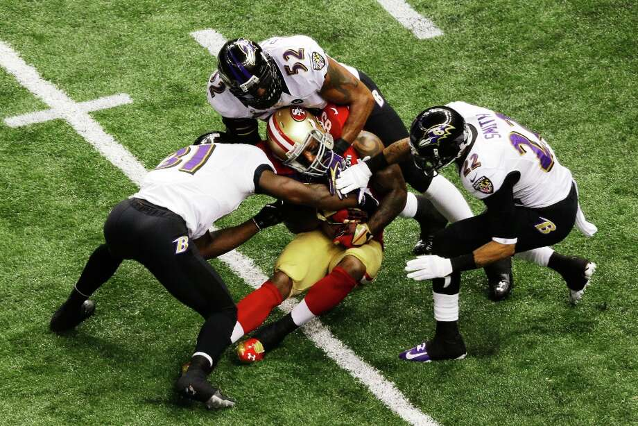NEW ORLEANS, LA - FEBRUARY 03:  Vernon Davis #85 of the San Francisco 49ers makes a reception in the second quarter against Bernard Pollard #31, Ray Lewis #52 and Jimmy Smith #22 of the Baltimore Ravens during Super Bowl XLVII at the Mercedes-Benz Superdome on February 3, 2013 in New Orleans, Louisiana. Photo: Rob Carr, Getty Images / 2013 Getty Images
