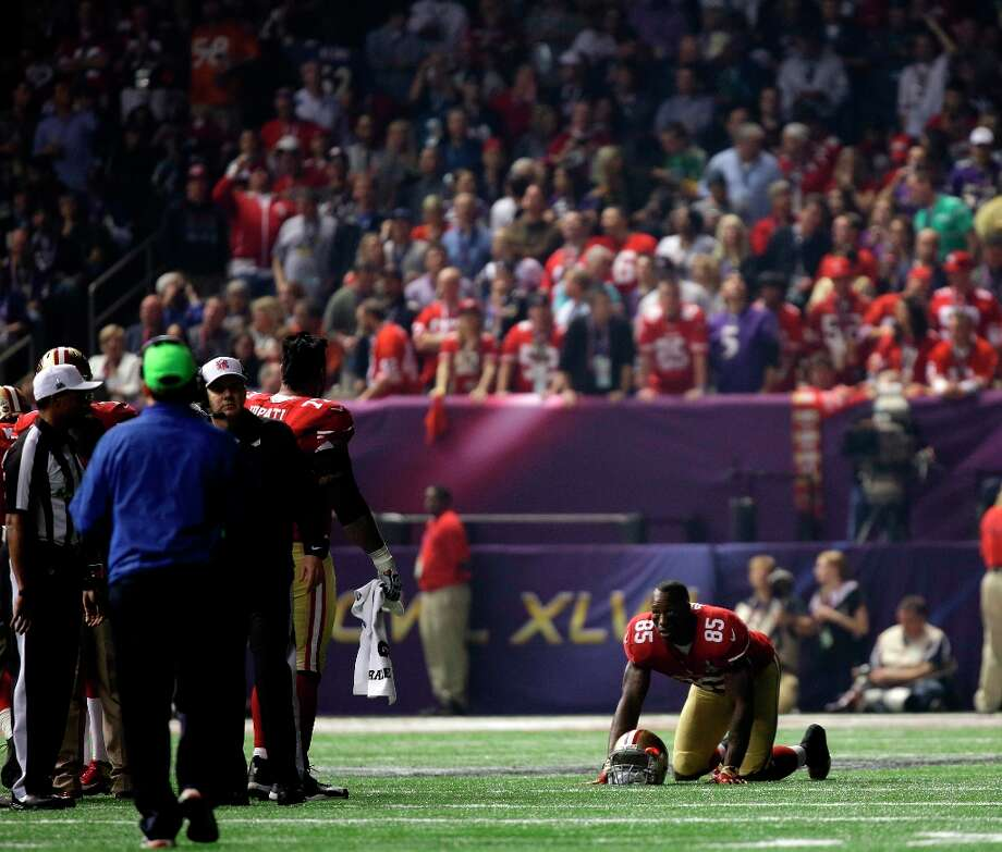 San Francisco 49ers tight end Vernon Davis (85)  looks around a dark stadium after the lights went out during the second half of NFL Super Bowl XLVII football game Sunday, Feb. 3, 2013, in New Orleans. Photo: Matt Slocum, Associated Press / AP