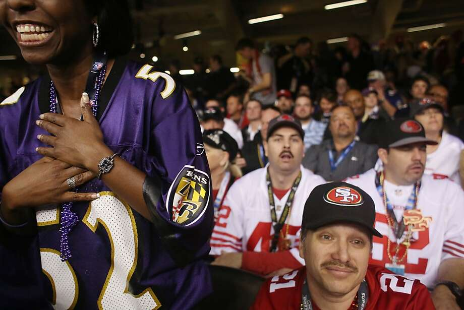 Dana DeVance (left) of Baltimore cheers the Ravens as Niners fan and Santa Rosa resident James Darby mourns a Baltimore touchdown. Photo: Mike Kepka, The Chronicle
