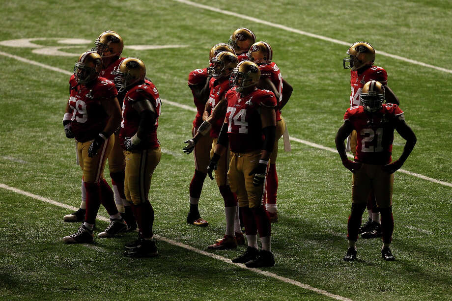 NEW ORLEANS, LA - FEBRUARY 03: The San Francisco 49ers stand on the field after a sudden power outage in the second half during Super Bowl XLVII at the Mercedes-Benz Superdome on February 3, 2013 in New Orleans, Louisiana. Photo: Dilip Vishwanat, Getty Images / 2013 Getty Images
