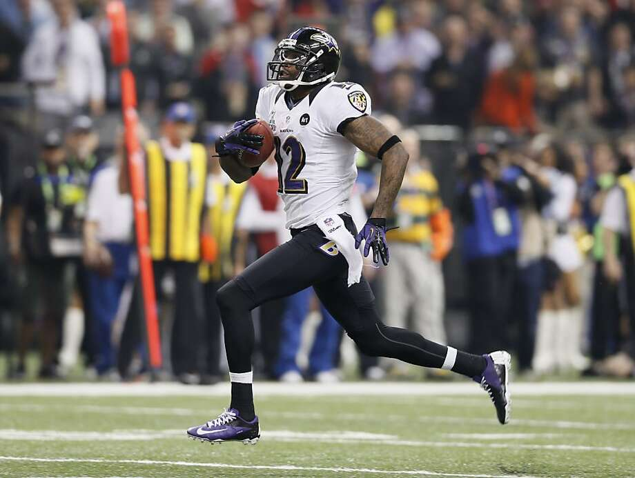 Jacoby Jones breaks loose on his 108-yard kickoff return to open the second half, extending the Ravens' lead to 28-6. Photo: Michael Macor, The Chronicle
