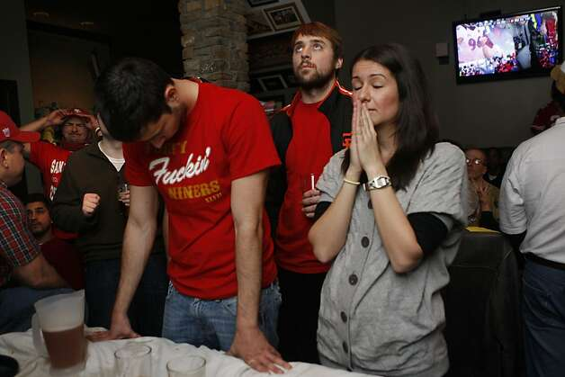 49er fans Peter Dalko (middle) and Sofia Goroczky (right) watch the last few seconds of the super bowl at the Napper Tandy bar on 24th St. in San Francisco, Calif.,  on Sunday, February 3, 2013. Photo: Liz Hafalia, The Chronicle