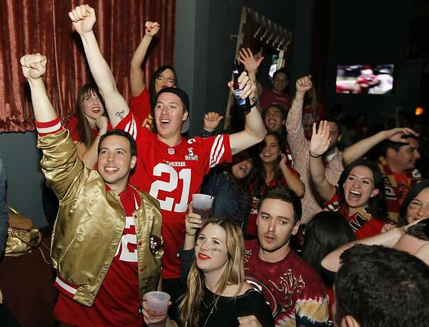 Niners fans watch the 49ers play the Baltimore Ravens in the Super Bowl at Amante club in North Beach in San Francisco, Calif. on Sunday, Feb. 3, 2013. Photo: Paul Chinn, The Chronicle