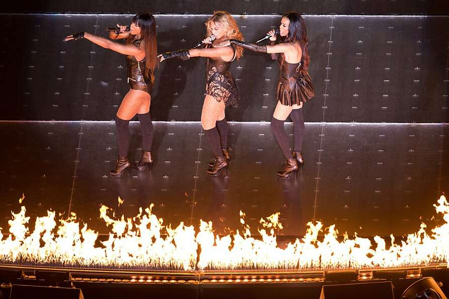 Beyonce is joined by Destiny's Child bandmates Michelle Williams and Kelly Rowland as she performs d