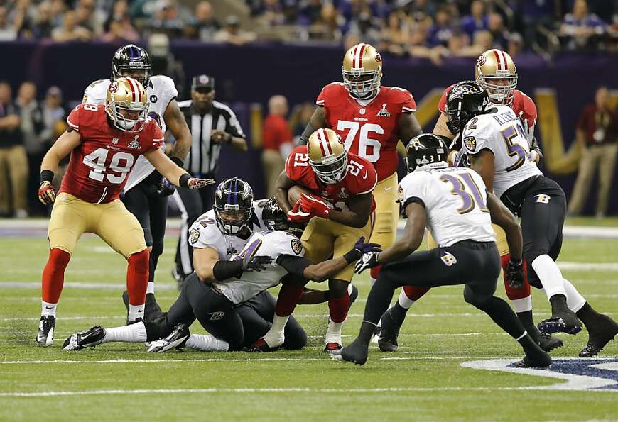 Running back Frank Gore (21) in the first quarter of Superbowl XLVII between the San Francisco 49ers