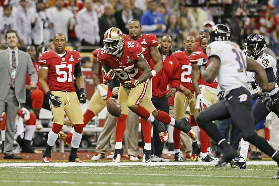 49ers Vernon Davis can't hold onto a deep pass in the fourth quarter, as the San Francisco 49ers went on to fall to the Baltimore Ravens 34-31 in Superbowl XLVII at the Mercedes-Benz Superdome in New Orleans, La. on Sunday Feb. 3, 2013. Photo: Michael Macor, The Chronicle