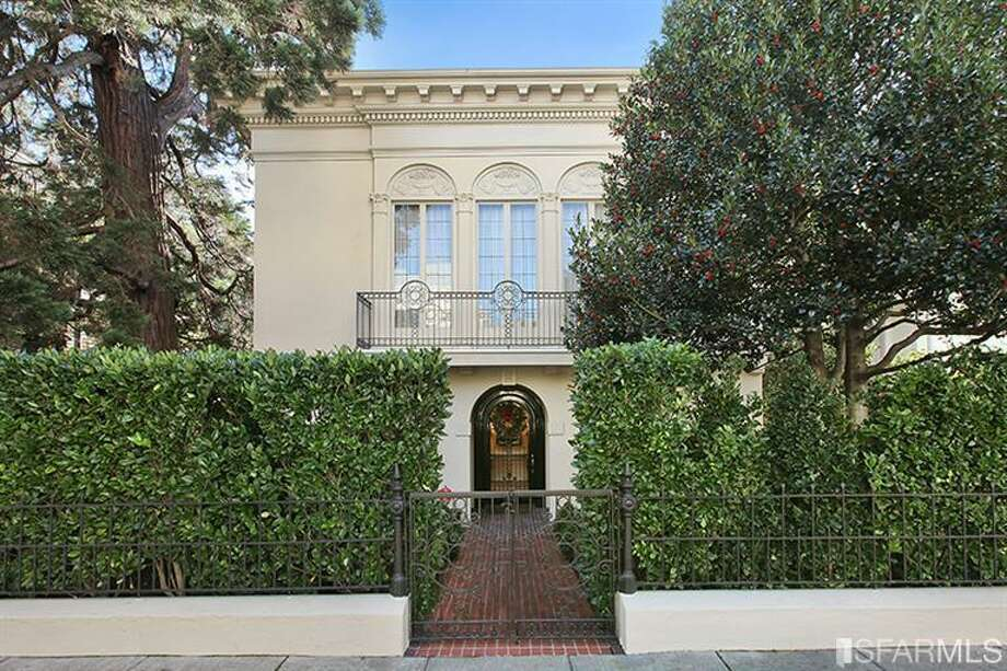 Originally a Victorian, the home was redesigned into an Italianate villa by Julia Morgan in 1916.