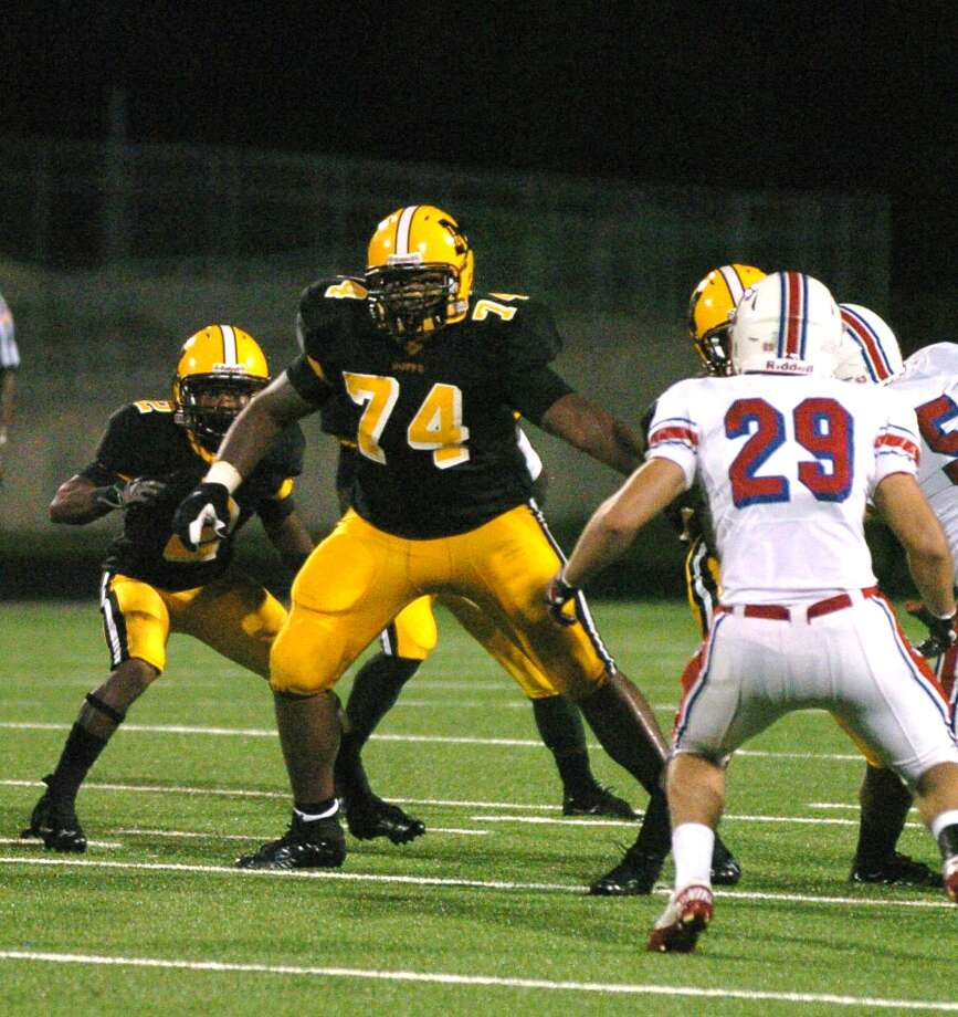 Darius Moore , OLSchool: FB MarshallHT: 6-3 WT: 275 Signed to: Baylor Photo: Eddy Matchette, For The Chronicle / Freelance