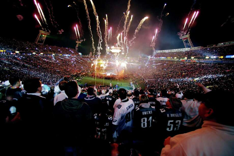 Whether or not your team wins or loses, the Monday following the Super Bowl can be exhausting so one person decided to petition to make it national holiday.(OPEN) Photo: Al Bello, Getty Images / 2005 Getty Images