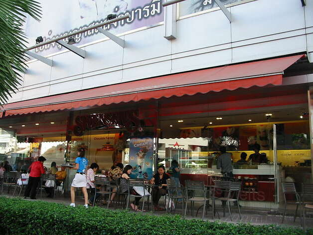 Swensen's U.S. locations are now in California, Florida, Minnesota, Nevada and Texas. There are also Swensen's in Thailand (shown here), India, China, Taiwan, Singapore, Vietnam, Brunei, Cambodia, Laos, Malaysia, Saudi Arabia and Colombia. Photo: Sry85/Wikimedia Commons