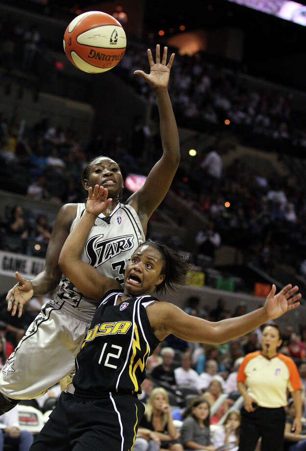 San Antonio Silver Stars' Sophia Young and Tulsa Shock's Ivory Latta go up for a rebound during second half of a WNBA game Friday July 16, 2010 at the AT&T Center in San Antonio, Texas. The Shock won 75-70. Photo: EDWARD A. ORNELAS, Express-News / eaornelas@express-news.net
