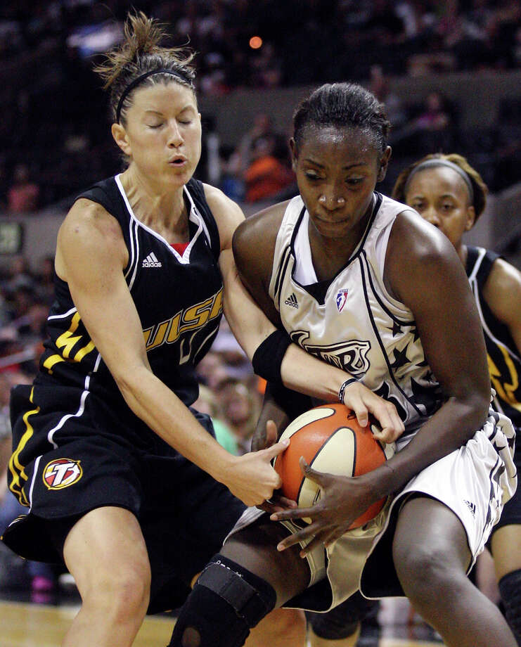 Tulsa Shock's Shanna Crossley and San Antonio Silver Stars' Sophia Young struggle for control of the ball during first half of a WNBA game Friday July 16, 2010 at the AT&T Center in San Antonio, Texas. Photo: EDWARD A. ORNELAS, Express-News / eaornelas@express-news.net