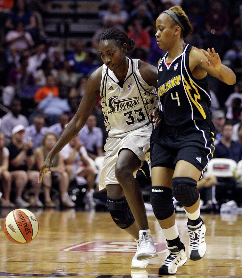 San Antonio Silver Stars' Sophia Young looks for room around Tulsa Shock's Amber Holt during first half of a WNBA game Friday July 16, 2010 at the AT&T Center in San Antonio, Texas. Photo: EDWARD A. ORNELAS, Express-News / eaornelas@express-news.net