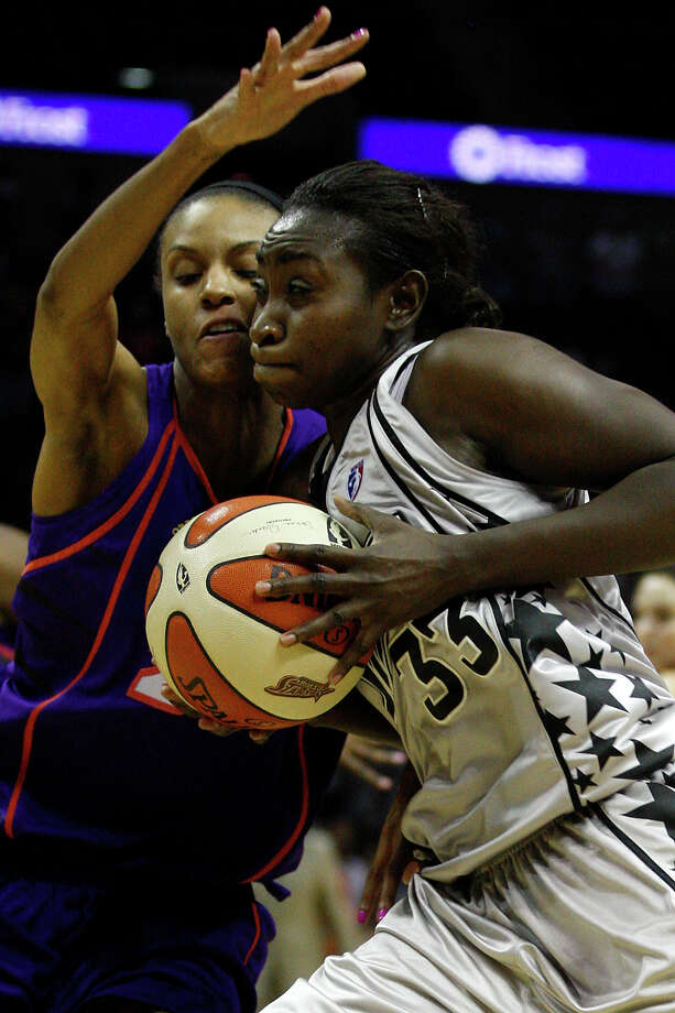 San Antonio Silver Stars Sophia Young drives through Phoenix Mercury DeWanna Bonner during the second half at the AT&T Center, Sunday, August 22, 2010. The Silver Stars won 83-82. JERRY LARA/glara@express-news.net Photo: JERRY LARA, Express-News / glara@express-news.net