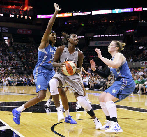 San Antonio Silver Stars' Sophia Young shoots between Minnesota Lynx's Rebekkah Brunson and Minnesota Lynx's Lindsay Whalen during first half action of Game 2 in the Western Conference semifinal Sunday Sept. 18, 2011 at the AT&T Center. Photo: EDWARD A. ORNELAS, Express-News / SAN ANTONIO EXPRESS-NEWS (NFS)