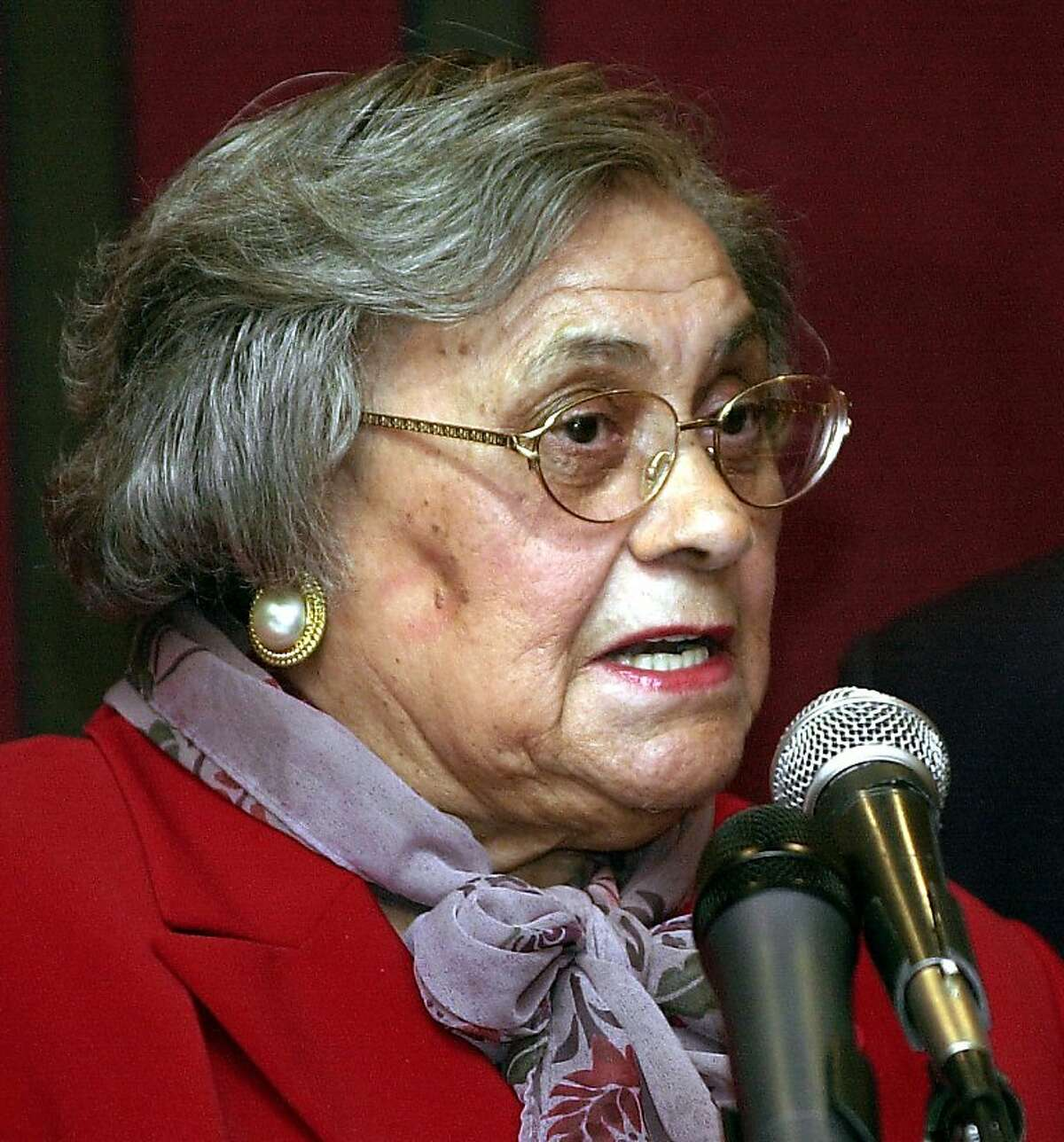 Essie Mae Washington-Williams, the long-unrecognized daughter of the late U.S. Sen. Strom Thurmond of South Carolina, died Monday at 87. Here, Washington-Williams discusses her life as Thurmond's daughter in this December 17, 2003, file photo. (Diedra Laird/The State/MCT)