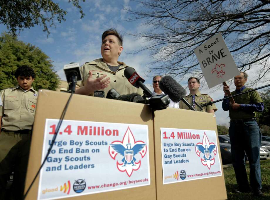 Jennifer Tyrrell of Bridgeport, Ohio, who was ousted as a Cub Scout den mother because she is a lesbian, helps deliver petitions to the Boy Scouts of America headquarters Monday in Irving. Photo: Tony Gutierrez, STF / AP