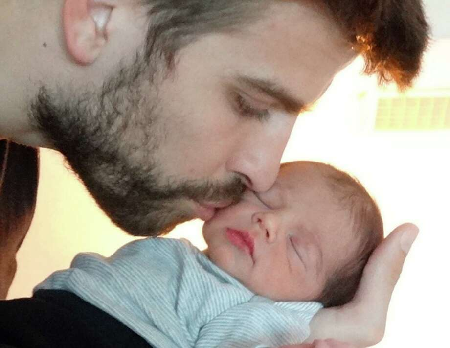 SPAIN - FEBRUARY 04:  In this handout provided by UNICEF, Gerard Pique and Shakira introduce their son, Milan Pique Mebarak on February 4, 2013.  Milan was born on January 22, 2013 in Barcelona, Spain. Photo: Handout, Getty Images / 2013 UNICEF