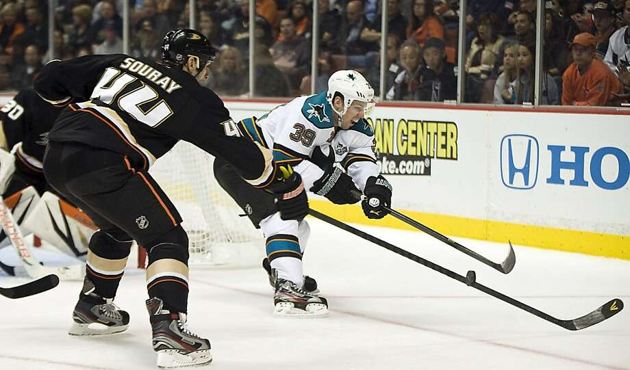 Anaheim Ducks' Sheldon Souray and San Jose Sharks' Logan Couture battle for the puck during the second period in Anaheim, California, Monday, February 4, 2013. (Rose Palmisano/Orange County Register.MCT) Photo: Rose Palmisano,, McClatchy-Tribune News Service