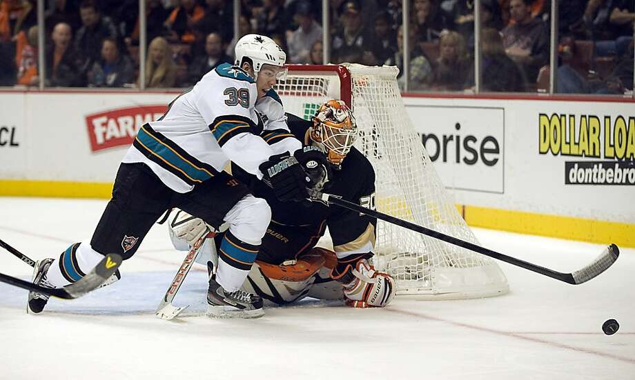 San Jose Sharks' Logan Couture reaches for the puck against Anaheim Ducks goalie Viktor Fasth in the second period Monday, February 4, 2013, in Anaheim, California. (Rose Palmisano/Orange County Register.MCT) Photo: Rose Palmisano,, McClatchy-Tribune News Service