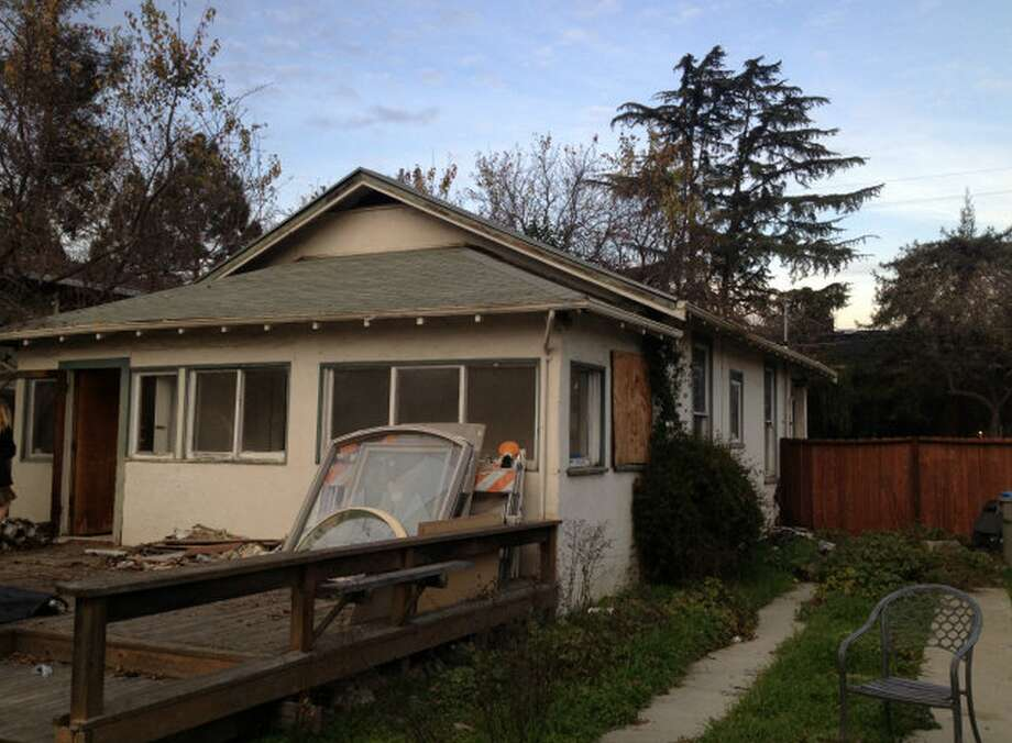 There's a 2 bedroom, 1 bath, 968-square-foot house on this lot now, but the listing has another suggestion: Plans have already been approved for 3,010-square-foot house, and they'll throw them in for free if you buy the shack for just $585,000.