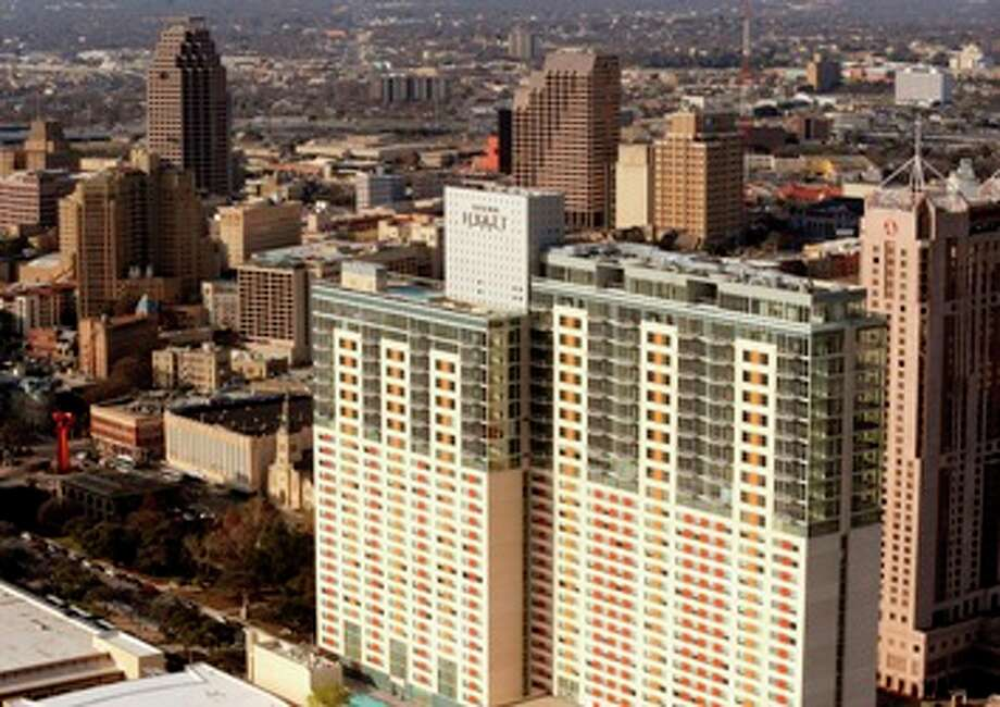 Grand Hyatt in San Antonio: 424 feet, 34 stories Photo: BILLY CALZADA