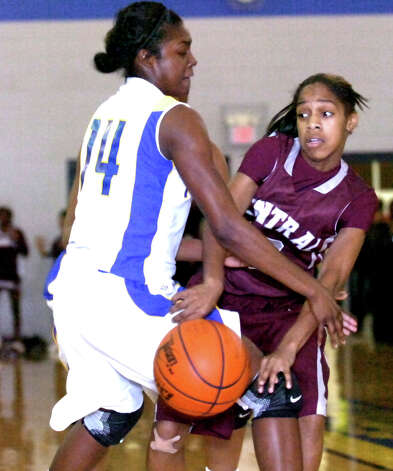 Central's Desiree Simon passes around Ozen's Bealoved Brown at Ozen High School in Beaumont, Friday, December 16, 2011. Tammy McKinley/The Enterprise Photo: TAMMY MCKINLEY