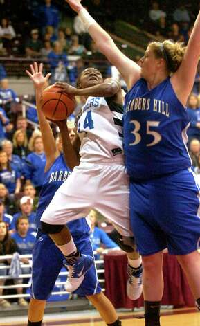 Ozen's Bealoved Brown goes up for a basket as Barber's Hill's Kendall Shaw defends at the Aldine Campbell Center in Houston, Saturday, February 25, 2012. Tammy McKinley/The Enterprise Photo: TAMMY MCKINLEY