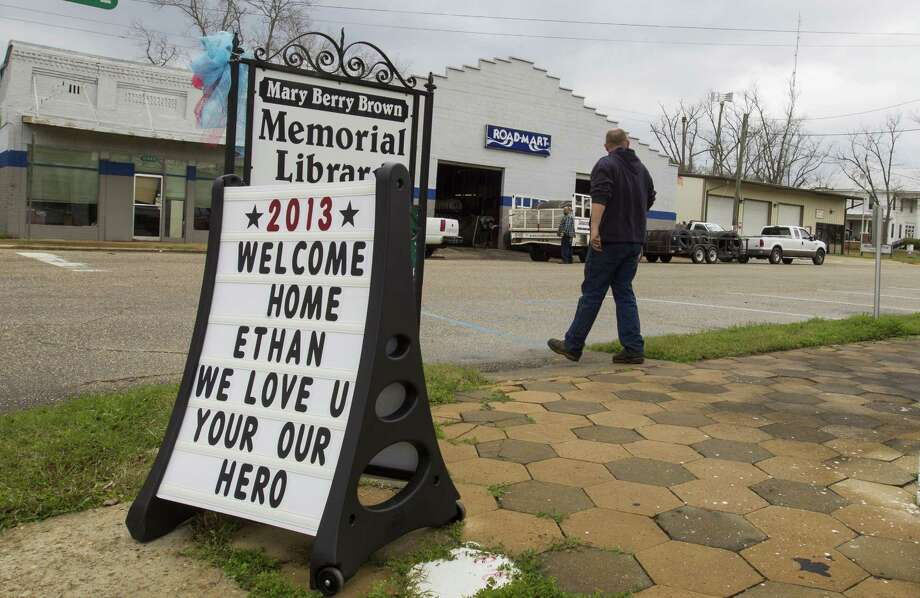 Residents of Midland City, Ala., put up signs supporting the safe return of 5-year-old Ethan, who was abducted from a school bus and held in a bunker for six days. Photo: Mark Wallheiser, Stringer / 2013  Getty Images