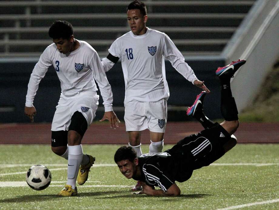 Chavez' Maynor Hernandez left, and teammate Angel Garcia right, chase the ball as Westside's Jonathan Garay falls to the ground. Photo: James Nielsen, Chronicle / © Houston Chronicle 2013