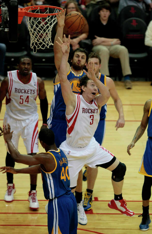 Rockets center Omer Asik shoots over Andrew Bogut of the Warriors. Photo: Billy Smith II / © 2013 Houston Chronicle