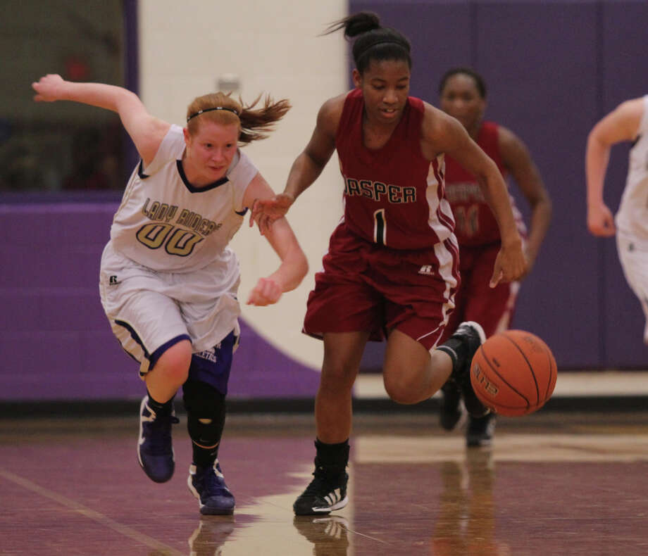 Julia Land beats a Center defender to a loose ball. Photo: Jason Dunn